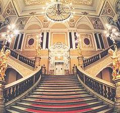 Mahenovo divadlo v Brně - schody - místo činu;)