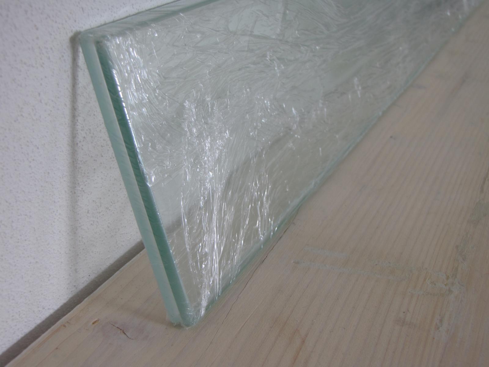 sklenené police - Obrázok č. 1
