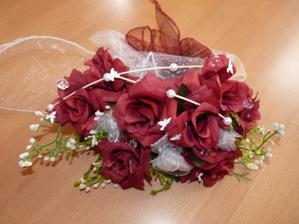Květina na auto nevěsty