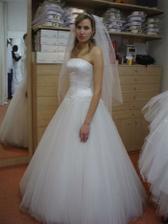 Moje svatební šaty zepředu