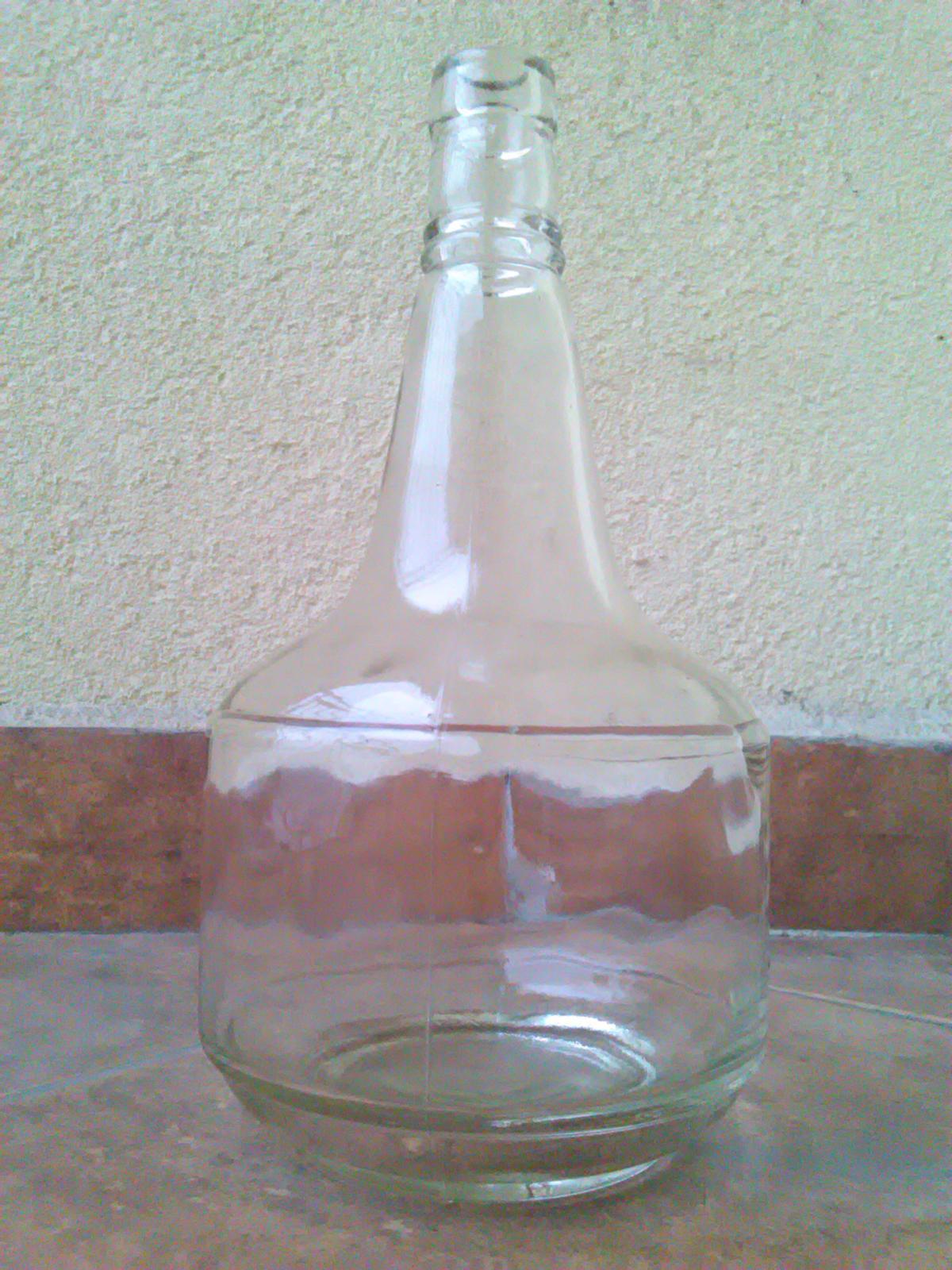 Staré fľaše a karafa s uzáverom - Obrázok č. 4