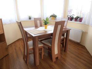 Nový stôl a stoličky... Konečne :)