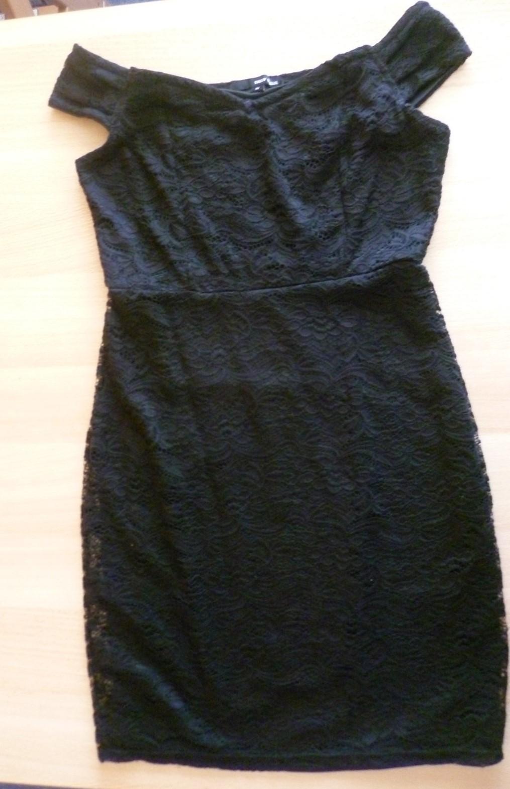 Černé krajkové šaty - Obrázek č. 1
