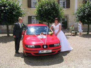 panenka na autě je památeční, měla ji na své svatbě i moje mamka