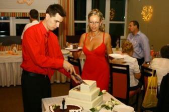 krajame svadobnu torticku