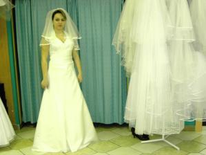 zkouška šatů-salon Vera