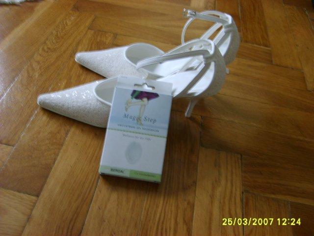 Monika+Ďusi 7.7.2007 - moje topánočky aj s pohodlnou gelovou vložkou
