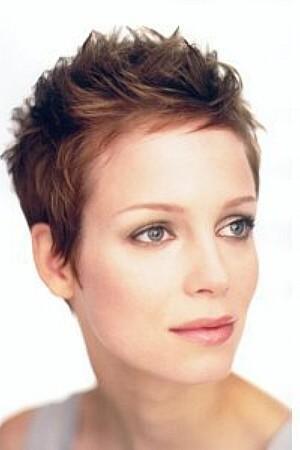 Monika+Ďusi 7.7.2007 - takéto krátke vlasy mám ale ja mám také svetlo hnedé vlasy