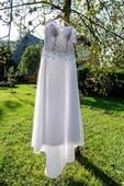 Svatební šaty s tříkruhovou spodnicí, 40