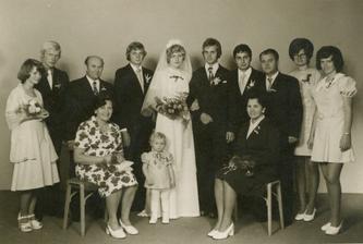 tady jsem byla na první svatbě v životě - vdávala se moje teta a já jsem nejmladší svatebčánek :-)