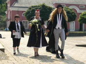A na zaver jedna netradicni svatba :)