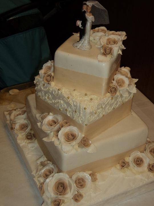Svadobne torty, zakusky - Obrázok č. 36