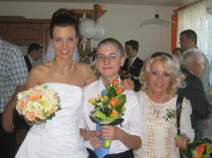 Nevěsta s maminkou a bráchou