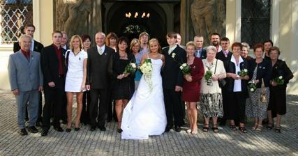 Svatebčani pohromadě