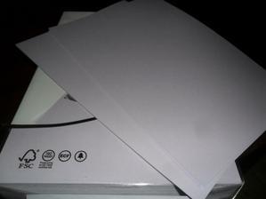 super fialkový papír..ale na fotce vypadá jak šedivý      ale v reálu moc hezký