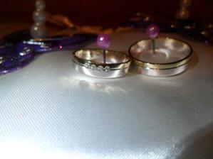 naše prstýnky  moc se nám líbí ... moc...   a už netuším kdo mi poradil kanínky bez rytí...  pokud  dotyčná ví , tal děkujiiii vypadá mnohem lépe.. :)