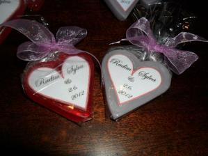 mýdlové srdíčka pro naše hosty    holky budou  před obřadem rozdávat srdíčka... a i hosté na svatbě jedno dostanou...   :))))))