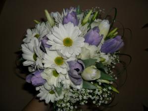 zkoušela jsem si vyrobit květinku...  nejsem květinářka..ale asi mi to bude stačit..  mi se líbí. :))