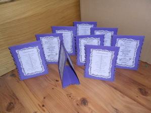 stojánek   z jedné strany   svatební menu  z druhé harmonogram dne...   bude na stole...  :)))