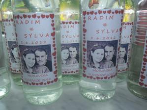 Láhve slivovice je třeba trochu označit..  :)))