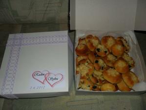 poslední balíčky koláčů k babičce do práce....   :))))  dvě bedýnky..