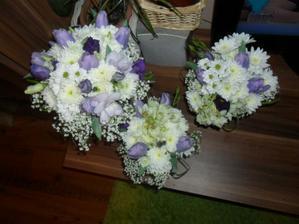 večer před svatnou vyrobeny květinky   velká moje  a dvě pro maminky naše...  :))))