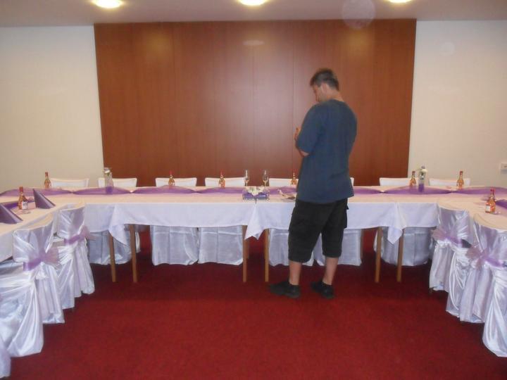 Jak vznikala svatební tabule a candys bar - svědek byl  úžasnýýýý    hodně moc  dík za pomoc...