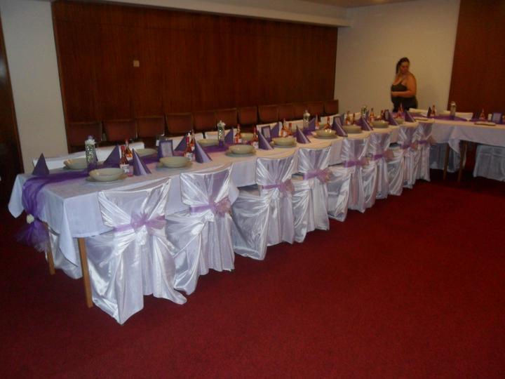 Jak vznikala svatební tabule a candys bar - už to nějak vypadááá    menu a harmonogram   a talíře vyleštěné...  a vína  čokoládky  čajíky  a srdíčka..  :))))