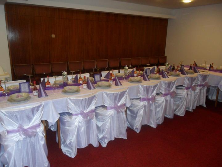 Jak vznikala svatební tabule a candys bar - v talířích už i pytlíčky s mandlema a jmenovkama.. :)))