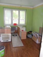 kuchyň rozebraná a prodaná..   a byt skoro  zabalený