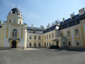 Nádvoří a vchod....  zámek Šilheřovice