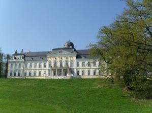 zámek Šilheřovice zezadu....   pohled z golfového hřiště