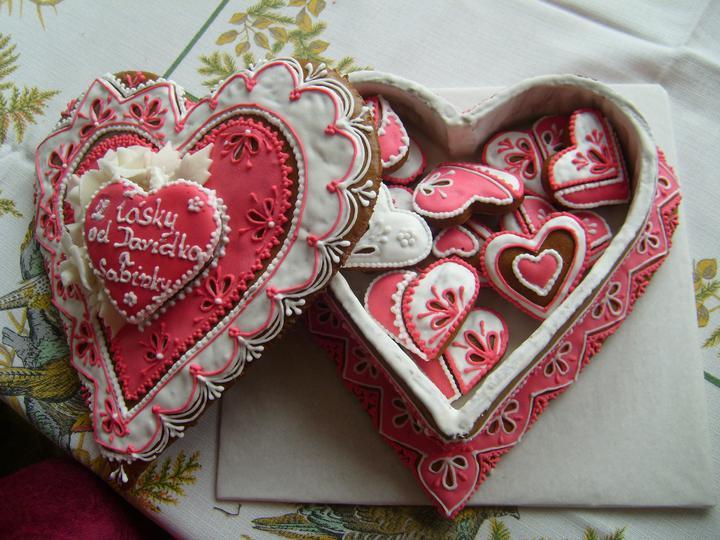 Předběžná představa - tohle bylo na valentýna...  na svatbě bude podobné....   fialkové....