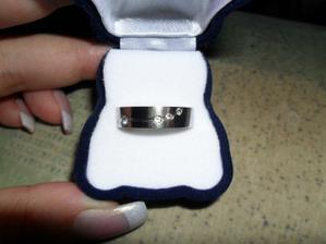 zásnubní prstýnek...  :)))