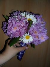 Zkusila jsem si udělat květinku svatební... všude kolem zámku mi roste tento rododendron... a k naší fialové svatbě to přesně sedí...  není to profi , ale asi ani ne nejhorší... co myslíte?