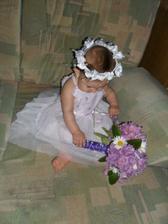Dneska jsem si zkusila udělat vlastní květinku svatební....   myslíte že by to mohlo být???