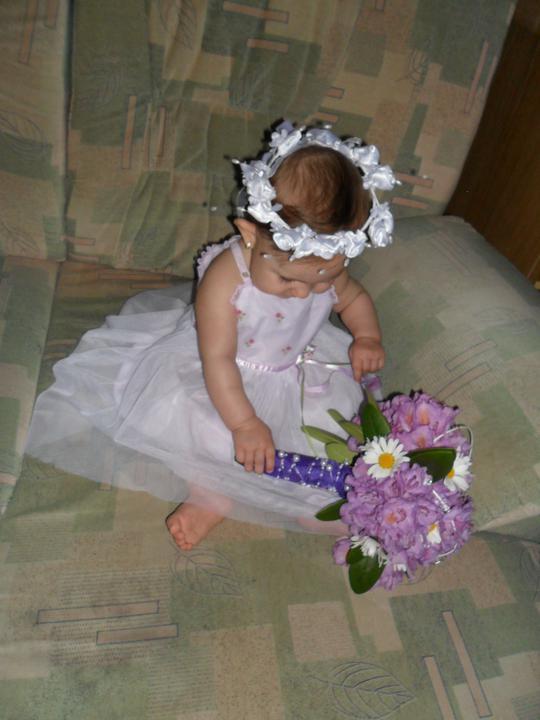Předběžná představa - Dneska jsem si zkusila udělat vlastní květinku svatební....   myslíte že by to mohlo být???