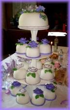 takový dort budu mít   podobný....   jen tam bude více dortíčku a možná ho jinak nazdobíme..  superr bude to nádheraaa