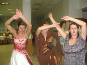 tanec s holkama z práce