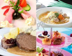 Na hostinu klasika? Předkrm: šunková rolka s křenem, polévka: vývar s knedlíčky, hlavní chod: svíčková a na stole třeba minizákusky?