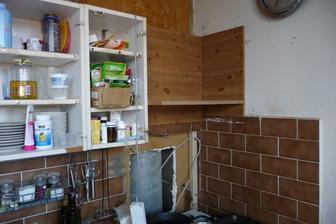 pôvodný stav kuchyne - sonda do stupacky :)