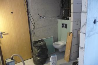 hurá, aspon záchod funkčný !!!