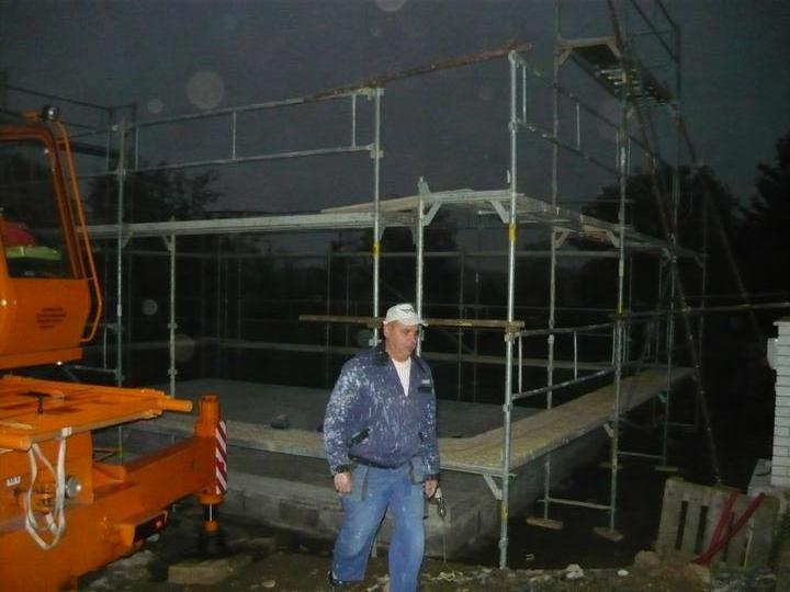 První den výstavby 7:30 hod.