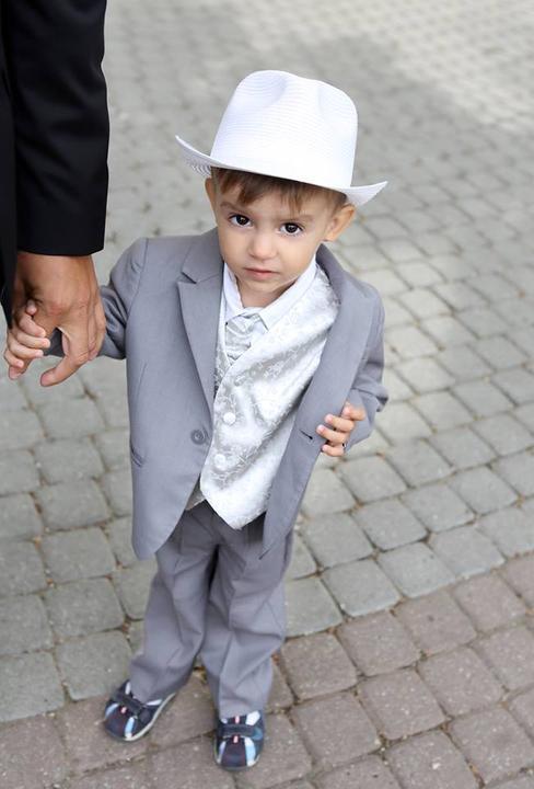 Kristínka{{_AND_}}Andrej - a najkrajší svadobčan - Timko - moje krstniatko :-) podotýkam, má rovnakú vestu ako ženích :-)