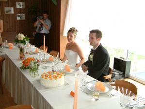 a už jsme u naší svatební tabule