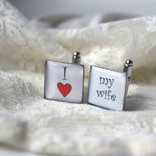 http://www.fler.cz/zbozi/manzetove-knoflicky-i-love-my-wife-ctverec-3026097