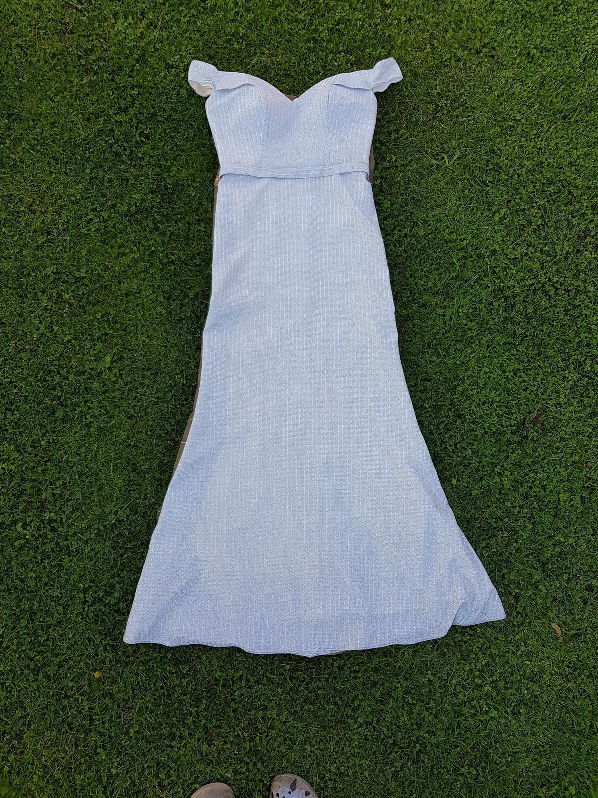 Strieborné spoločenské šaty - Obrázok č. 1