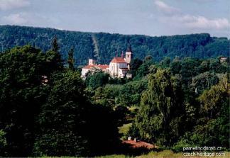na tomto krásném místě budeme mít obřad ( Sázavský klášter )