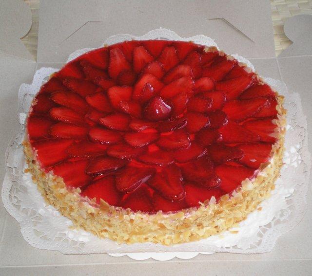 M+J - takhle nějak si představujeme hlavní dortík - hlavně hodně ovoce:-)
