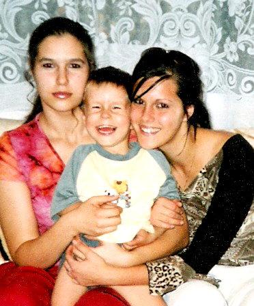 Cmuky cmuk... - tak ta v cervenom som ja... vedla je moja sestricka a brasko